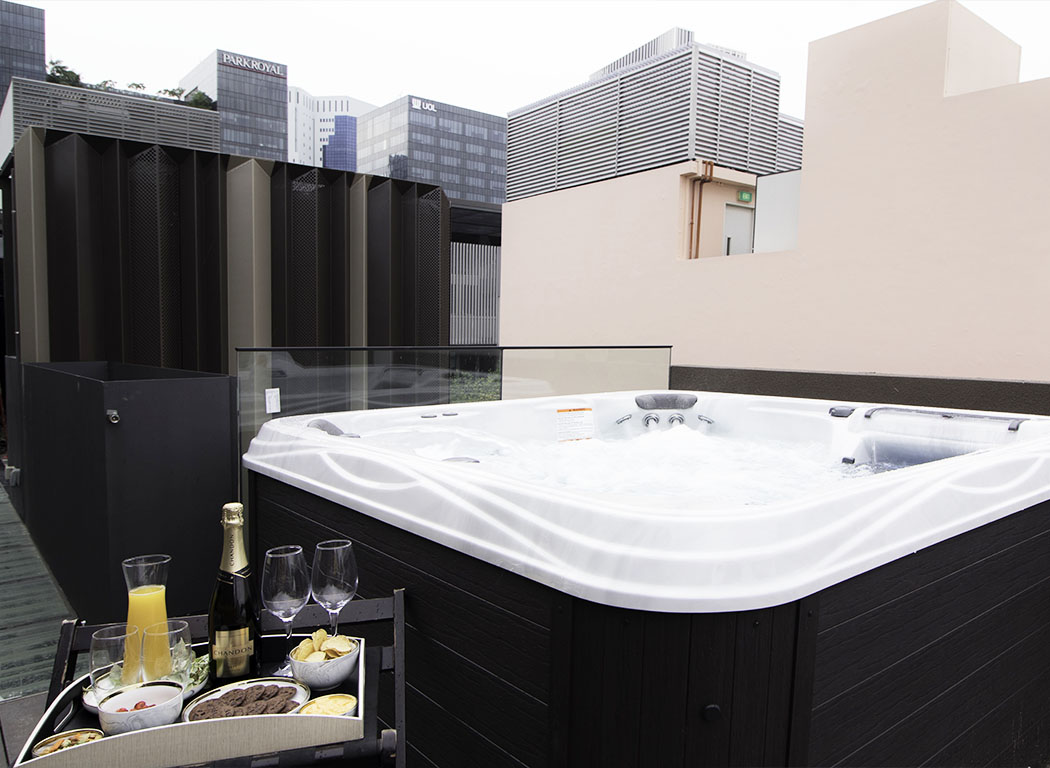 Outdoor Jacuzzi Hotel NuVe Elements Singapore 2